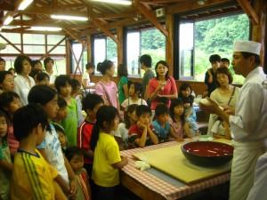 青川峡キャンピングパークそば打ち体験 (2008年6月21日)