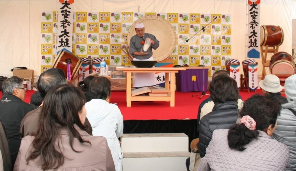 そば打ち披露(唐橋名人) (2014年11月9日-第5回いなべの里新そば祭り)