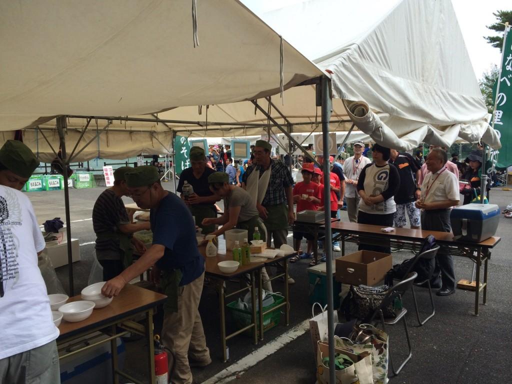 第4回いなべ市Eボート交流大会でのそば振る舞い 2014年8月30日